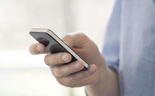 电脑一键发短信到手机(如何用电脑一键群发手机短信)